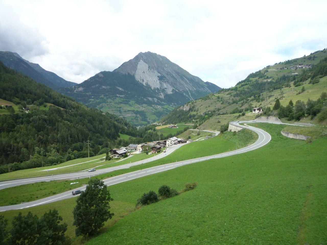 Einstieg zum Col de Grand Saint-Bernard kurz hinter Orsières nach 130 km und 2700 Höhenmetern Anfahrt